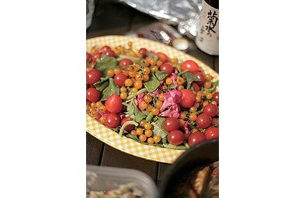 野菜やサラダなどサブメニューで華やかな食卓に