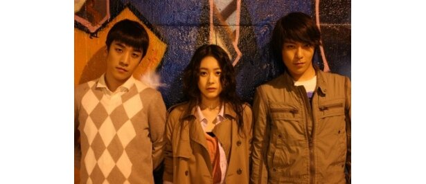 BIGBANGのV.Iと T.O.P(左・右)が映画初主演!