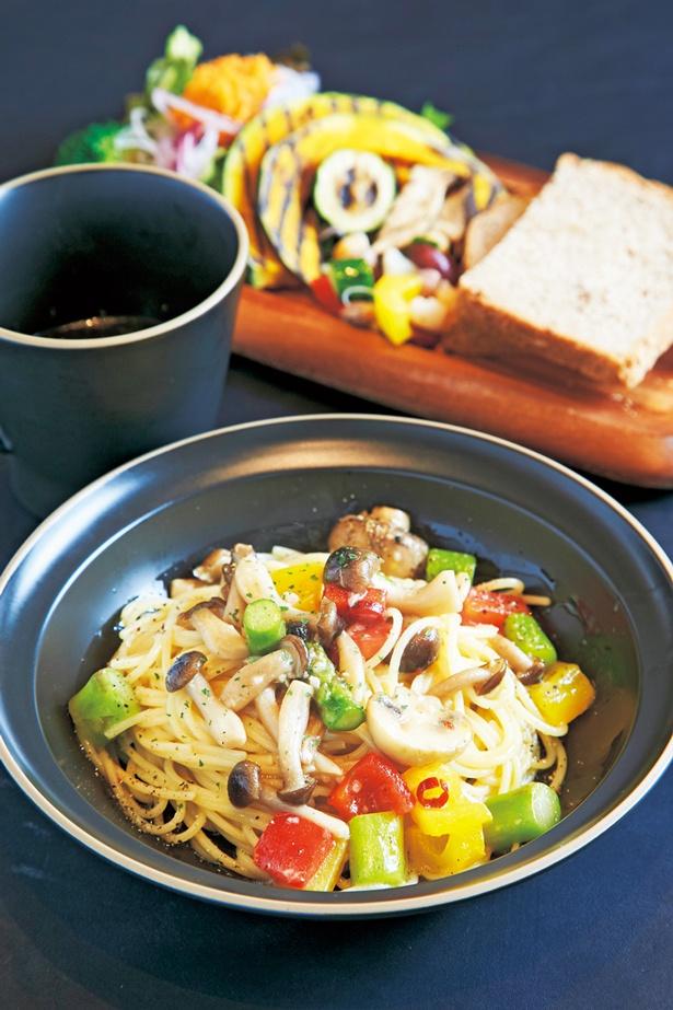 【画像を見る】パスタA 野菜たっぷりのペペロンチーノ 1,150円/H.M.T. CAFE DINING