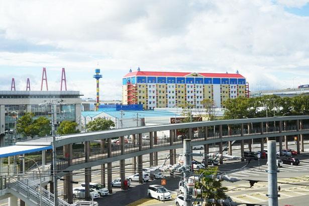 ホテルの誕生で、あおなみ線金城ふ頭駅からひと目でわかるようになった