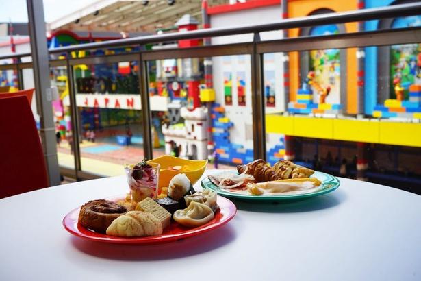「ブリックス・ファミリー・レストラン」の料理はテラス席でも楽しめる/レゴランド・ジャパン・ホテル