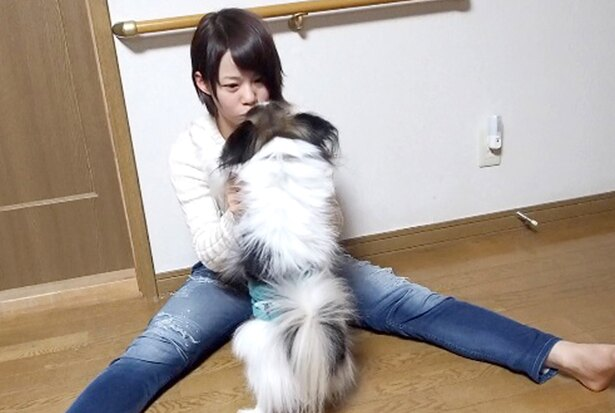 平昌五輪金メダリスト・高木菜那、愛犬との癒やしのひとときを公開!