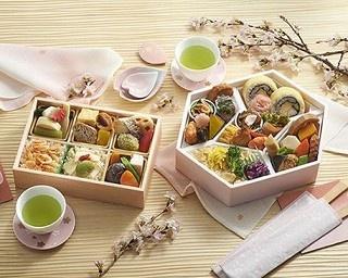 車窓からのお花見に!旅行や出張で楽しみたい、小田急百貨店新宿店のお花見弁当