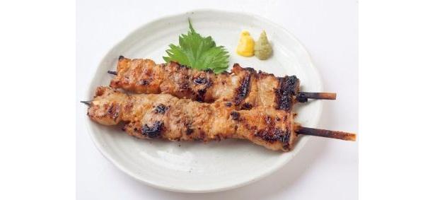 肉を酒粕にどぶ漬けにした「海老名のとん串」(300円) 「憩家 ひまわり」