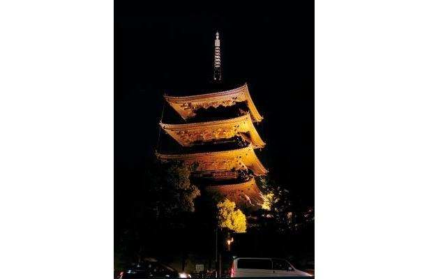 「東寺」五重塔のライトアップを「よるバス」から見よう!