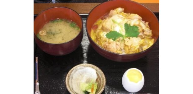 イートインでは親子丼やオムライスなど、卵料理が味わえる
