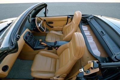 ユーノスロードスターVスペシャル(NA)のインテリア。特別仕様車に位置付けられるため、車内の雰囲気も他モデルと比べ大きく異なる(のちにカタログモデルに追加)