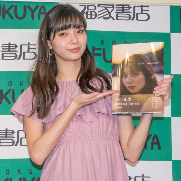 セカンド写真集「Atlas」発売イベントに登壇した新川優愛