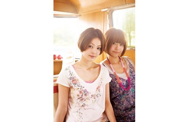 日本テレビ「100日劇場」で全国を旅し、メジャーデビューが決定したガールズフォークデュオ・cossami