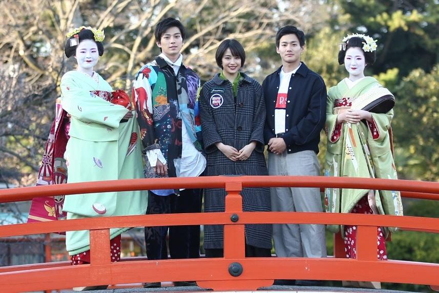 """京都では、""""お花見発祥の地""""神泉苑で舞妓2人と記念撮影"""