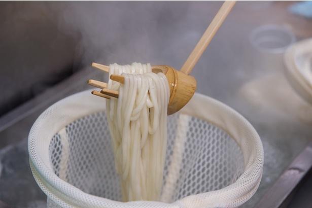細麺だが、讃岐うどんならではの強いコシを併せもつ