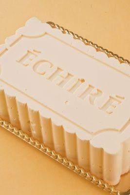 「エシレ・メゾン デュ ブール」はフランス産高級バターで人気の行列店。バターケーキ「ガトーエシレ」を販売
