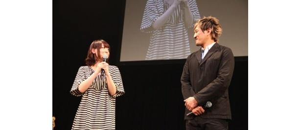 「DARKER THAN BLACK -流星の双子-」DVD購入者イベントに登場した木内秀信、花澤香菜(写真右から)