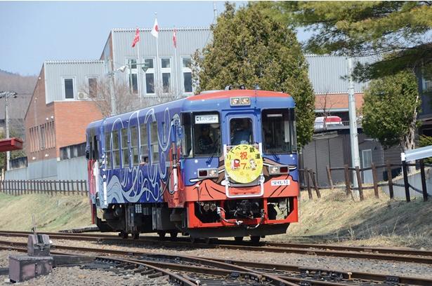 気動車運転体験コースは2000円(予約優先)。駅構内を2往復、約15分間運転できる