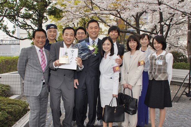 ナイツ・塙宣之の40歳バースデーを、内藤剛志ら共演者が祝福!