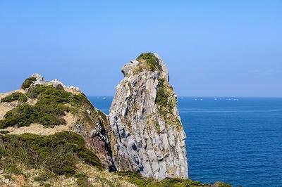 長い年月をかけて自然に形成された「猿岩」。そっぽを向いたサルにそっくり