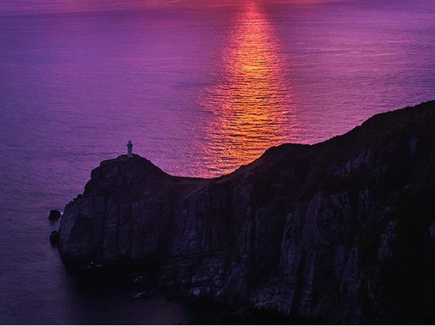 九州本土で最後に夕日が沈む場所として知られる「大瀬崎断崖」
