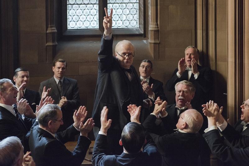 人々の心を動かした歴史に残る名スピーチも完璧に再現!名優ゲイリー・オールドマンのなりきり演技は圧巻