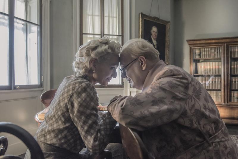 生涯最良のパートナーとなった、妻クレメンティーン(クリスティン・スコット・トーマス)との微笑ましいやり取りや知られざるエピソードも描かれる