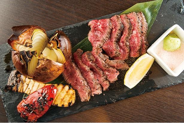 ジューシーな赤身肉を堪能できる「炙り ハラミ」(1,706円)