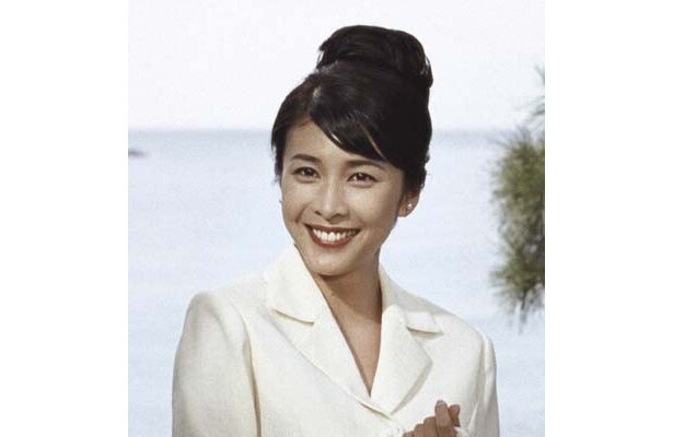 昭和39年、竹内結子は大学教授の妻を演じる