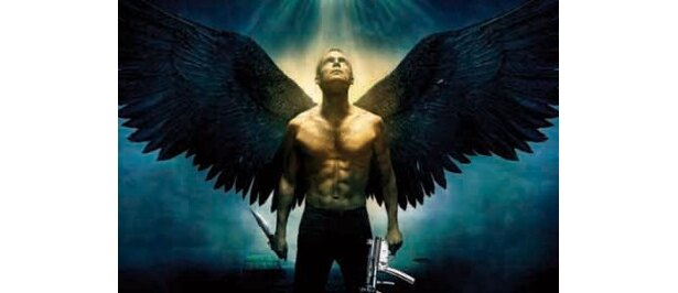 大きな翼がなんだかグロテスクなものに思えてくるマッチョ天使ミカエル