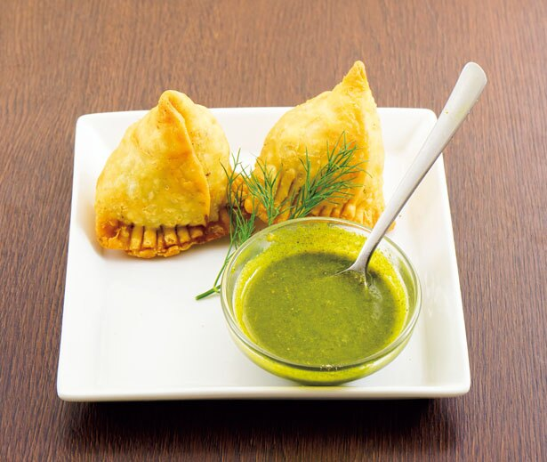 「ベジタブルサモサ」(2個500円)インド料理定番の揚げ餃子だ