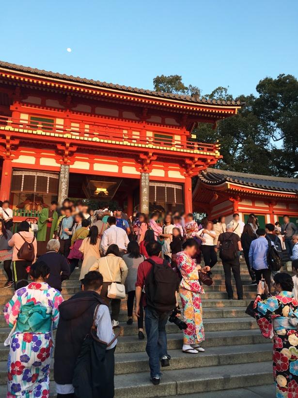 八坂神社の象徴とも言える重要文化財の西楼門