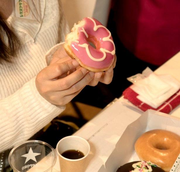 「The Roast(ザ・ロースト)」でいれたコーヒーと、クリスピー・クリーム・ドーナツでおやつタイム