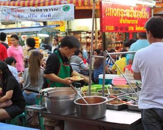 「ミシュランガイド バンコク2018」は、タイ語版と英語版の2種類を出版。美味しいバンコクの美味しいグルメ情報がギッシリ!