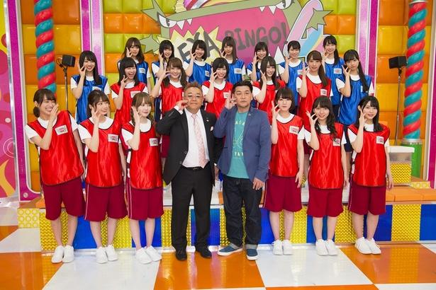 【写真を見る】「けやきポーズ」ができない伊達みきおに佐々木久美が爆笑!
