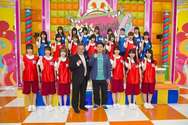 ファイティングポーズで番組への意気込みを表現する出演者たち
