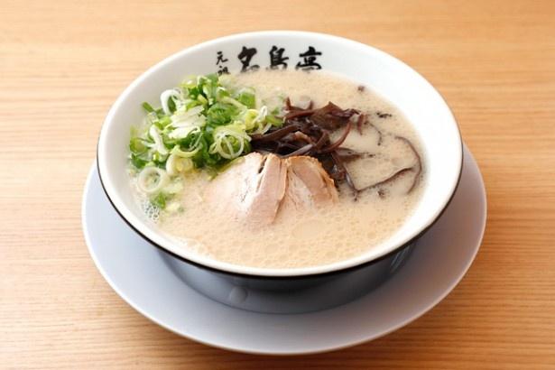 極上スープが味の決め手!築炉釜出し「とんこつラーメン」(690円)