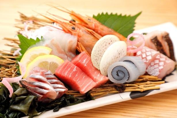 新鮮な海の幸満載!一番人気の「特上!長浜盛り!」(1人前950円)