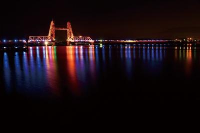 【写真を見る】日没後、毎日ライトアップされる「筑後川昇開橋」