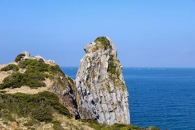壱岐を代表する絶景の名所「猿岩」。長い年月をかけて自然に形成された海食崖の一部