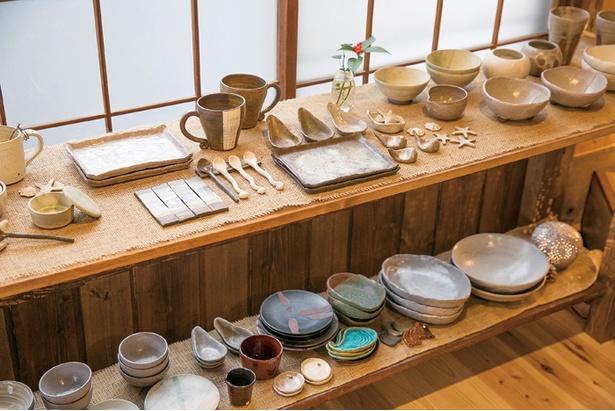陶芸作家・加藤さんは横浜にある自宅の庭に自身の工房を構えている。葉山芸術祭にも出品予定