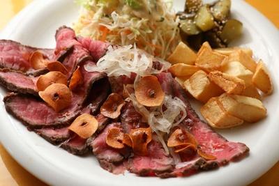 肉料理もチェック! ローストビーフ(1200円)