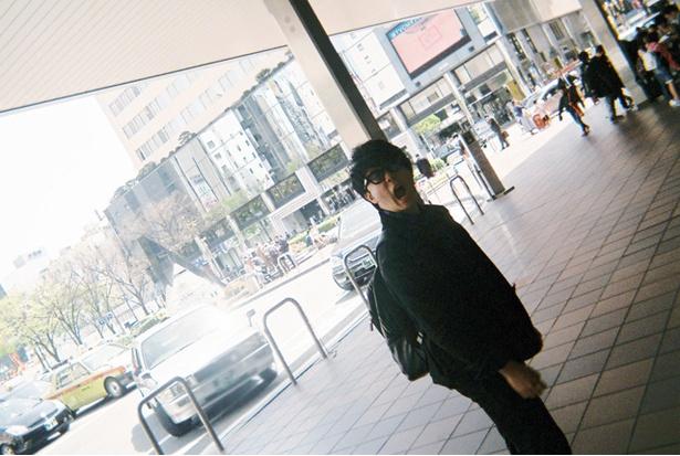 JR博多駅に着いてハイテンション?の大森元貴