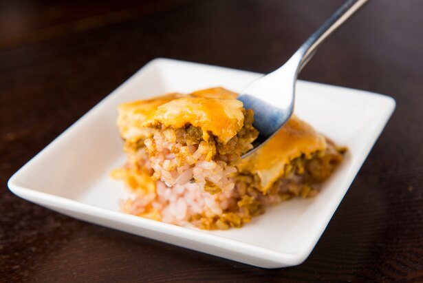 ほっこりとした五穀米に、ピリッとしたキーマカレーと濃厚なコク旨チーズ。折り重なる豊かな風味とのメリハリ感がたまらない!
