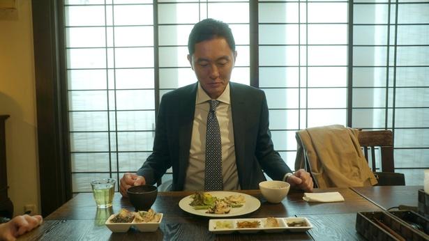 マッシーナメッシーナの美食を前にした五郎さん(「孤独のグルメ」第2話より)