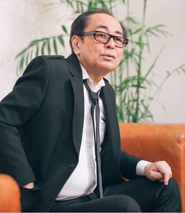 【写真を見る】今回のコンサートでオーケストラを率いる大野雄二