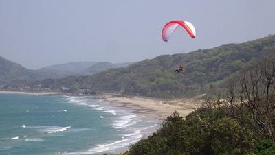 「アクション パラグライダースクール」。風任せで楽しむ空の旅にチャレンジ!