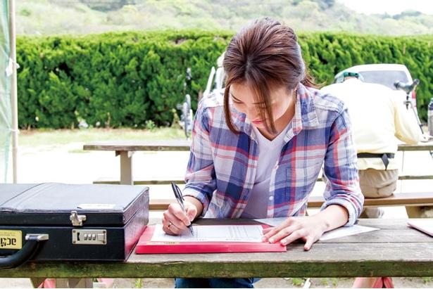 ①最初は受け付けからスタートする。体験コースの説明や注意事項の確認を再チェック。保険の手続きも実施