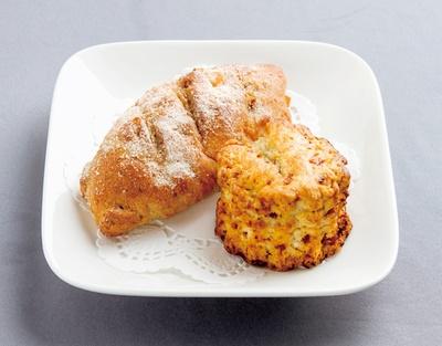 「TAISHO COFFEE ROASTER」の「クランベリーのスコーン」(1個130円)。パンは日替わり