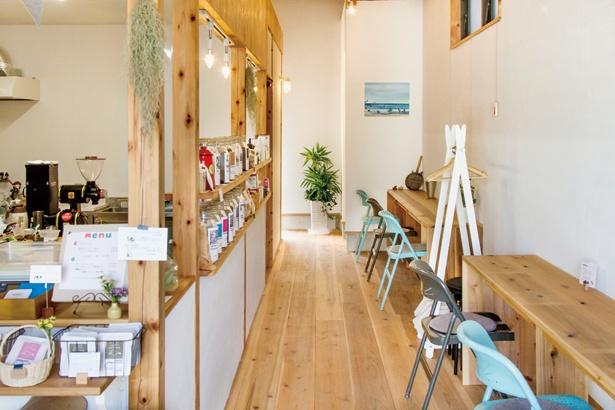「TAISHO COFFEE ROASTER」の店内ではイートインも可能。食べ物の持ち込みもOKだ