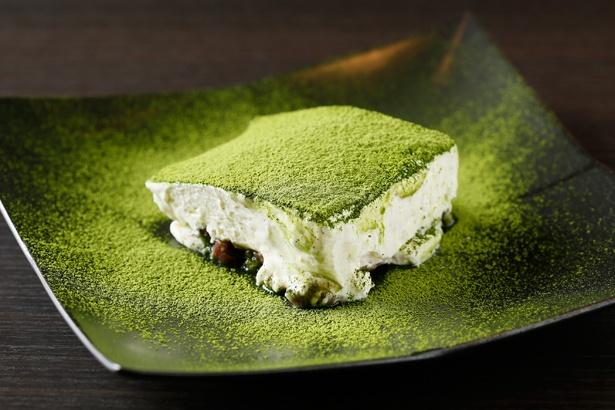 【写真を見る】宇治抹茶ティラミス(580円)。洋風クリームと甘い小豆が絶妙にマッチ