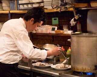 「プレーンハンバーグ デミグラスソース」のランチセット1000円。本日のスープと、パンかライスが付く