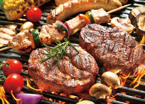 けやきひろば屋上ビアガーデン バイ セラフィーナ ニューヨークは食べ放題!肉の香ばしい香りに食欲がそそられる