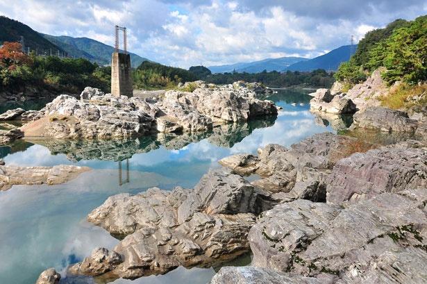 「鯉釣岩」など名付けられた岩には、それぞれに言われも語り伝えられている